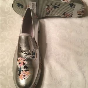 Jessica Simpson Shoes - Jessica Simpson silver/flowered sneakers 9.5